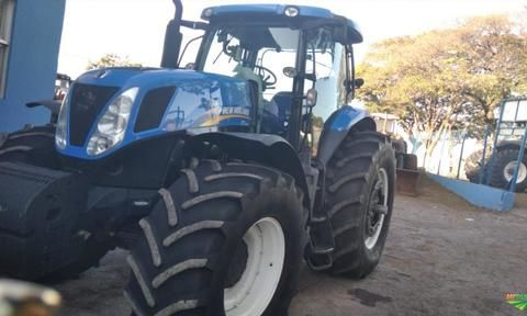 Trator New Holland T7.240 4x4 ano 14