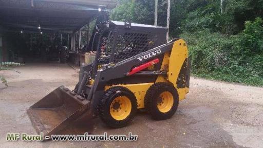 Trator Carregadeiras MINI CARREGADEIRA VOLVO MC70B - MOD: MC70B 4x2 ano 11