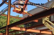 Fabricação e montagem de estruturas metálicas para construção de galpão metálico