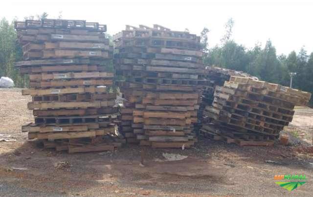Pallet de madeira usado