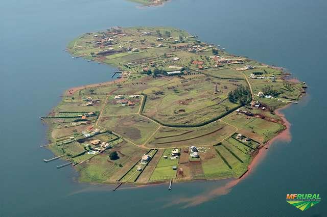 Terreno Molhado no Condomínio Ilha do Sol