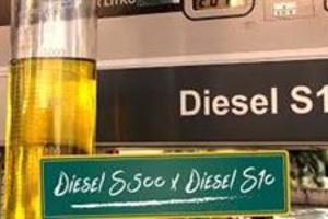 Vendo Combustível para avião