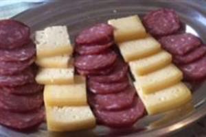 Procuro pessoas que queiram revender queijos tipo colonial