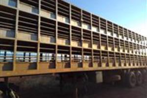 Reboque Porcadeira Randon 3 pisos