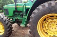 Trator John Deere 5605 4x4 ano 07