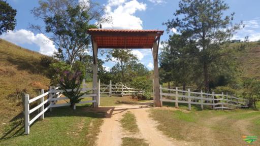Vendo Linda Fazenda com 160 hectares em Cantagalo – RJ
