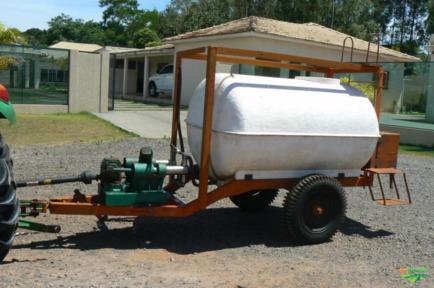 Tanque de água de 2000 litros com bomba